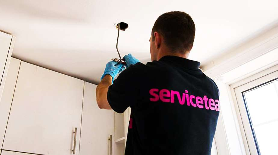 Replacing light bulbs, Replacing light bulbs and transformers London, Serviceteam London, Serviceteam London